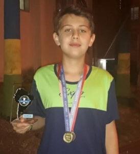 Eduardo Comemorou 14 anos, dia 8 de julho, Eduardo Amaral Damas. Ele recebe os parabéns dos pais Valdemir Damas e Regina Amaral Damas, dos familiares e amigos