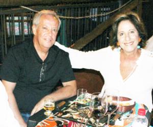 RAFAEL E SIMONE Comemoraram 41 anos de casados, Bodas de Seda, dia 1º de dezembro, Rafael Ferreira da Silva e Simone Chaibub Ferreira da Silva. Eles recebem os parabéns do filho Lucas Chaibub da Silva, dos familiares e amigos