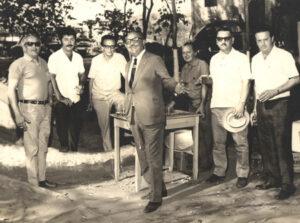 Foto provavelmente dos anos 70, de uma reunião de amigos realizada em Ituverava. (1) o médico Dr. Eduardo Prado Figueiredo; (2) Naufal Antônio Mourani, advogado de Guará; (3) Belchior de Lima, Agente Fiscal de Rendas; (4) não identificado; (5) o bancário Vitório Restivo; (6) o professor José Franco Rodrigues e (7) o prefeito de Guará Sebastião Goulart.