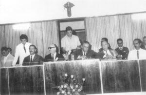 Em 10 de março de 1968, o prédio da Prefeitura e Câmara Municipal era inaugurado pelo prefeito Orlando Seixas Rego. Registro da primeira sessão solene realizada no novo prédio. (1) João Athayde de Souza, presidente da Câmara, (2) o Dr. Helly Lopes Meireles, secretário do Interior, que representou o governador Abreu Sodré, (3) o deputado federal e secretário da Agricultura do Estado de São Paulo, Hebert Levy, (4) o prefeito Orlando Seixas Rego, (5) o vereador José Messias da Silva, (6) e (7) os jornalistas Hélio Spesiano e José Maurício Amendola