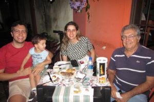 Wiliker Beicker/Viviane, o filho Enzo e o pai Edinho Beicker