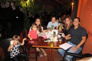 Sérgio Garnica/Michele a  filha Isabel,  Genildo Vilela Cavalcante/Aline e a filha Alice