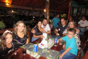 Sandra Coelho e a filha Mariana Coelho, Alex Santos/Priscila, Murilo Santos/Tânia e o filho Murilo Santos