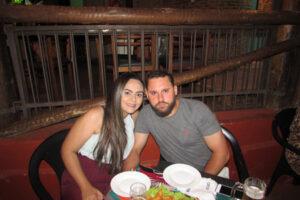 Marcelo Castioni  e a namorada Carolina Costa