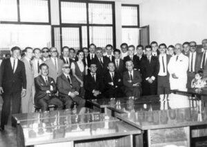 Em dezembro de 1.968, era inaugurada as novas instalações da agência de Ituverava, do Banco do Comércio e Indústria de São Paulo – COMIND, na Av. Dr. Soares de Oliveira, nº 170 (onde hoje é o Bradesco). Em pé da esquerda para direita: (1) Moacir Luiz Barreto, (2) João Gomes (gerente da agência de São Joaquim da Barra), (3) Accácio Antônio Borghini (na época contador da agência de Ituverava), (4) não identificado, (5) Antônio Silvestri (gerente de Morro Agudo), (6) J. Hanna (gerente de Igarapava), (7) não identificado, (8) Lílian Nauyta Vidal Pistyori, (9) Ivo Versiani (de Ituverava e gerente distrital do Comind), (10) Orlando Rodrigues Leite, (11) Moacyr Carlos (gerente da agência de Ituverava), (12) Sebastião Celso de Oliveira (sub-contador), (13) José Nascimento de Assis, (14) Márcio Silveira (caixa), (15) Henrique José Bordon, (16) João Peixoto, (17) Luiz Augusto Lima Machado, (18) José Pereira Andréo (sub-contador adjunto), (19) Wagner Luíz Corona, (20) Heitor Spesiano, (21) Paulo Borges de Oliveira (agricultor e pecuarista), (22) Jurandir Pereira de Souza, (23) não identificado, (24) Nelson Hélio Sandrin (gerente agência de Guará). Sentados: (25) Moacir Spínola (gerente de Orlândia), (26) Stênio Corrêa (Diretor Regional do Comind), (27) dr. Urbano de Andrade Junqueira (diretor Desenvolvimento Agrícola do banco, (28) Délcio Bellini (diretor da regional de Ribeirão Preto), (29) Joaquim Corrêa Almeida (diretor regional do Comind)