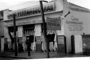 Foto de 1950, das Casas Pernambucanas, quando era instalada ao lado do Banco Itaú, onde hoje é um terreno vago. As Casas Pernambucanas é um dos estabelecimentos mais antigos de Ituverava.