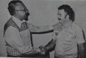 Foto de maio de 1978, quando o presidente do Sindicato Rural de Ituverava, Wilson Macenino Palhares era cumprimentado pelo senador Flávio Brito, que era na ocasião presidente da Confederação Nacional de Agricultura.