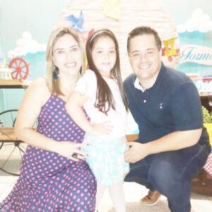 Marcelo  Comemora aniversário, dia 24 de julho, o advogado Marcelo Martins de Castro Perez. Ele recebe os parabéns da esposa Kelly Cristina Antoneli E. Martins de Castro, da filha Manuela, dos familiares e amigos