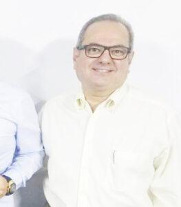 LUIZ MIGUEL  Comemora aniversário, dia 7 de agosto, o advogado e professor Luiz Miguel Ribeiro Moysés. Ele recebe os parabéns da esposa, Eloísa da Graça Morando Moysés, dos filhos Flávia Morando Moysés, casada com Matheus, e Luiz Alexandre Morando Moysés e da sua namorada Carolina, do neto Heitor Moysés, dos familiares e amigos