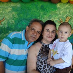 LUÍS ANTÔNIO E ANDRÉIA  Dia 5 de setembro, completam 12 anos de casado, Bodas de Ônix, Luís Antônio Correia Leite e Andréia Galdiano Freitas Leite. Eles recebem os parabéns do filho Stênio Galdiano Correia Leite, dos familiares e amigos