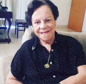 """SANTUSA THEREZA PIMENTA FERREIRA  Faleceu dia 16 de julho, aos 95 anos, a aposentada Santusa Thereza Pimenta Ferreira, casada com Ranulpho de Paula Ferreira (in memoriam). São seus filhos Vera Lúcia Pimenta de Freitas, casada com José de Freitas; Luiz Antônio Pimenta Ferreira (""""Totonho""""), casado com Geni Maria C. Pimenta Ferreira e Luís Henrique Pimenta Ferreira (in memoriam), casado com Solange da Graça Barbosa Pimenta Ferreira; netos Luciana Pimenta de Freitas, Cláudia Pimenta de Freitas Multini, Sérgio Eduardo Pimenta de Freitas, José Aníbal Arantes Silva, Sônia Celina Arantes Silva, Adriana da Silva Pimenta Barbosa, Andréa da Silva Pimenta Ferreira, Angélica Galhardi Pimenta Ferreira, Ana Carolina Barbosa Pimenta Ferreira, Mariana Barbosa Pimenta Ferreira e Stefânia Barbosa Pimenta Ferreira; bisnetos Gabriel Pimenta Freitas Félix, Guilherme Pimenta Freitas Félix, Paula de Freitas Multini, Camila de Freitas Multini, Maria Eduarda Teixeira de Freitas, Luiz Henrique Pimenta Zanquetta, Maria Eduarda Pimenta Zanquetta, Isa Gabriela Pimenta Barbosa Gomes, Lucas Pimenta Barbosa, Pedro Pimenta de Castro, Jorge Pimenta de Castro e Rayssa Gabrielly R. Gomes; trinetos Vitor Henrique Pimenta Gomes e Maria Fernanda Pimenta Gomes. Filha de Apparecida Moreira Pimenta Neves e João Pimenta Neves Junior, são seus irmãos Glória, Mariusa e os já falecidos Geraldo, Francisco, Afonso Celso."""