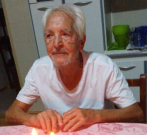 Expedito  Freitas Menezes Faleceu dia 13 de agosto, aos 86 anos, o professor aposentado Expedito Freitas Menezes, casado com Vanir Aparecida Coelho de Menezes (in memoriam). Filho de Affonso Ferreira Menezes e Aurora Freitas Menezes (ambos falecidos), são seus irmãos Dinamérico, Emília, Jerônimo, Maria, Rita de Cássia, Antônio, Luiz (todos falecidos), e sobrinha Maria Rita Rodrigues Menezes de Lima.