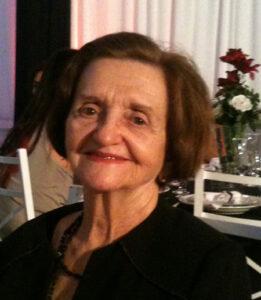 """Santa Lina de Q. Garnica   (""""Dona Santinha"""") Faleceu dia 2 de setembro, aos 87 anos, a professora e empresária Santa Lina de Q. Garnica, casada com Joaquim Garnica (in memoriam). São suas filhas Nilva T. Garnica Rocha e Marli Garnica Baldo; genros Calimério Freitas Rocha (in memoriam) e Bruno Baldo Filho; netos Bruno Garnica Baldo, casado com Isabella S. M. Baldo; Fernando Garnica Freitas Rocha, casado com Gisele G. Rocha; Calimério Freitas Rocha Filho, casado com Fernanda Helena Rocha e Thales Garnica Freitas Rocha; bisnetos Rafael, Laura e Joaquim. Filha de Antônio Ferreira de Menezes e Antonina Barbosa Lino, são seus irmãos Balduino Ferreira de Menezes, Aparecida Menezes de Matos e Geralda F. Menezes Bettine e os já falecidos Jerônimo Ferreira de Menezes, Sebastião Ferreira de Menezes e Ana Isabel Menezes Alves"""
