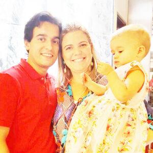ALINE Comemora aniversário, dia 9 de setembro, a professora Aline Sampaio Souza Cavalcanti. Ela recebe os parabéns do esposo, o advogado Genildo Vilela Cavalcanti, da filha Alice, dos familiares e amigos
