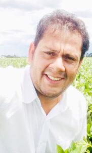 ANDRÉ LUIZ  Comemora aniversário, dia 22 de setembro, o engenheiro agrônomo André Luiz Santos Ribeiro, que reside em Uberlândia. Ele recebe os parabéns da esposa Ana Carolina Gomes Ribeiro, dos filhos Miguel Gomes Ribeiro e Estela Gomes Ribeiro, dos pais Adativa e Nelson, dos familiares e amigos.