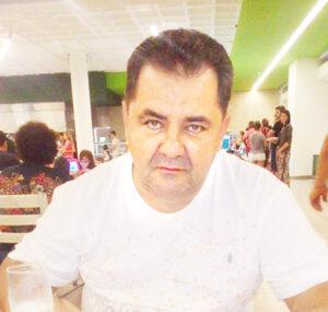 Adilson Comemora aniversário, dia 15 de outubro, Adilson Foroni dos Santos, casado com  Selma Helena P. Tolentino  Foroni. Ele recebe os parabéns da esposa, dos filhos Rafael e Bruno Foroni, dos familiares e amigos